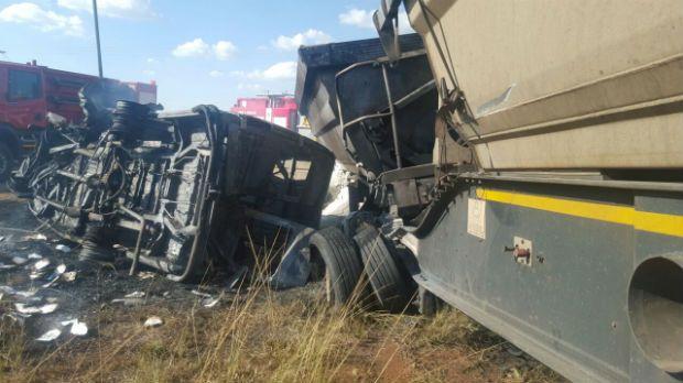 África do Sul: acidente com transporte escolar mata 18 crianças