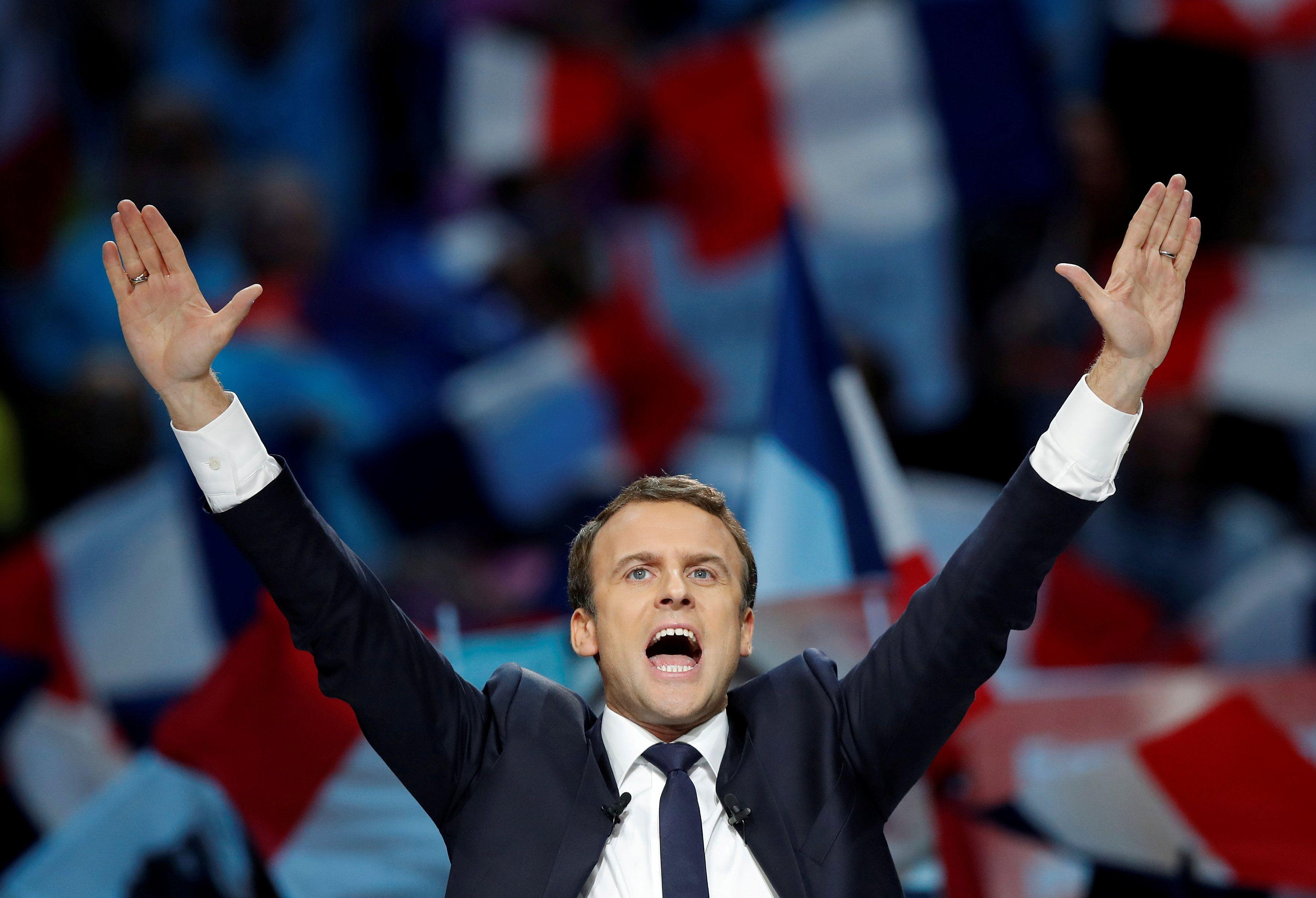 Pesquisas dão liderança a Macron na reta final da corrida eleitoral