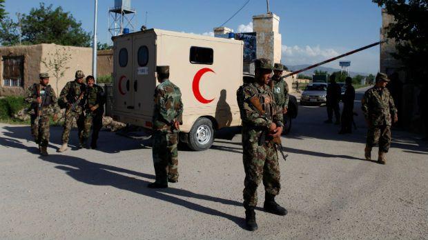 Ataques do Talibã matam pelo menos 140 soldados afegãos