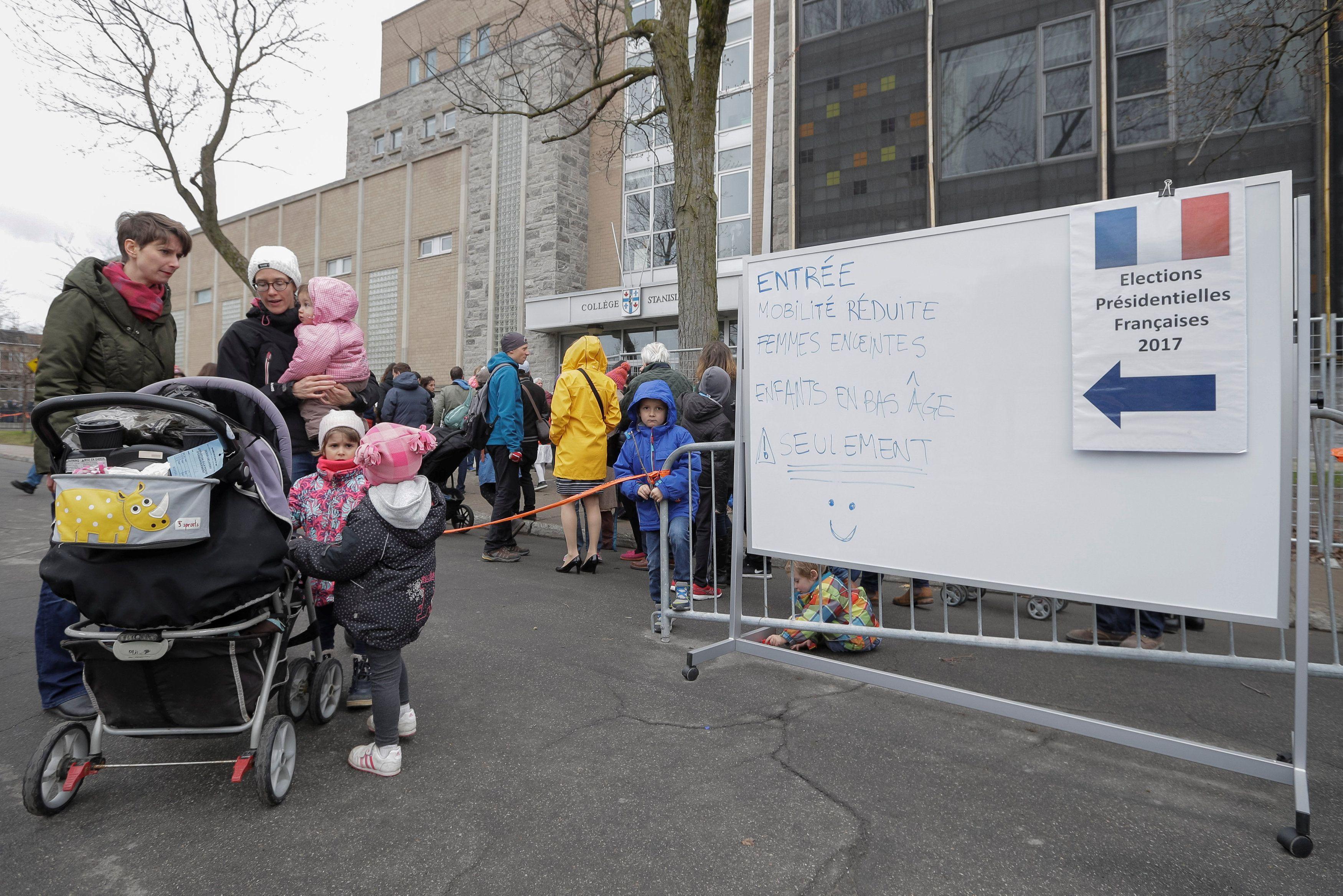 Franceses vão às urnas sob ameaça do terrorismo