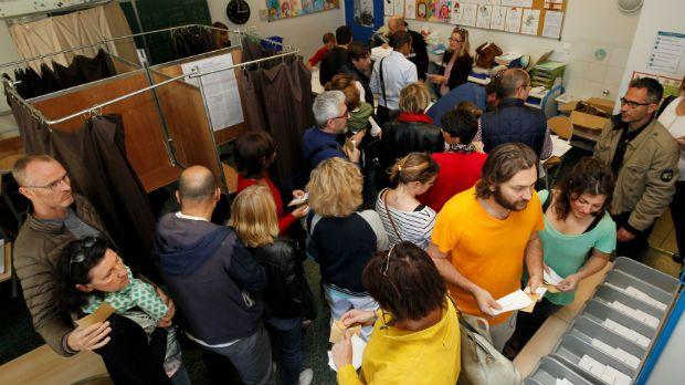 França vota em eleição mais acirrada do pós-guerra