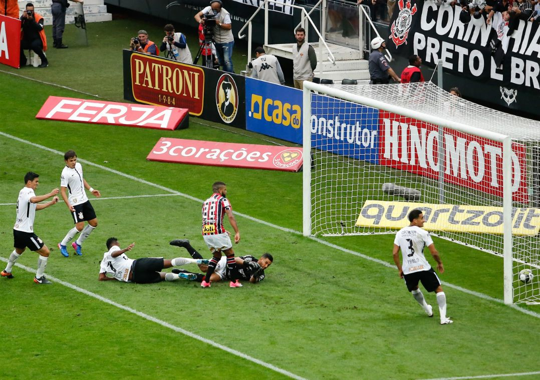 6cd2dd5b10 Jô marcou o gol do Corinthians sobre o São Paulo (Foto  Marcelo D.  Sants Estadão Conteúdo)