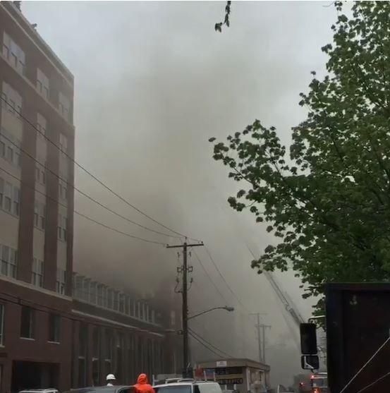 Incêndio atinge prédio nos Estados Unidos