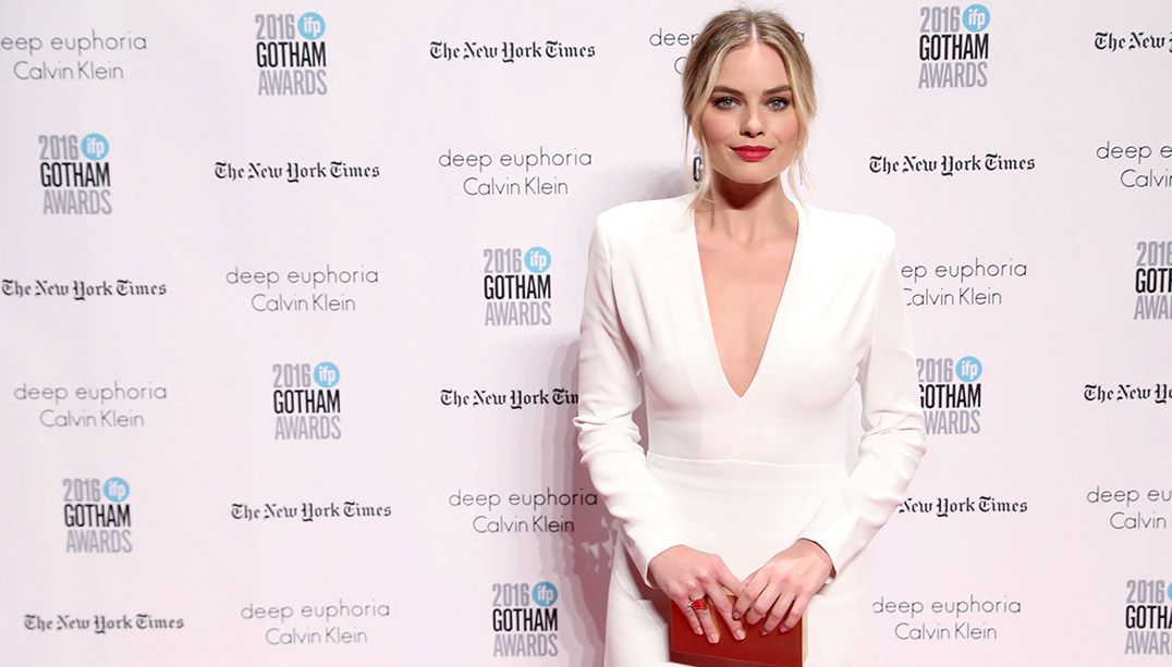 Margot Robbie durante tapete vermelho em Nova York / Mark Kauzlarich/Reuters