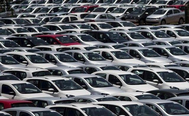 Produção de carros cai de março para abril
