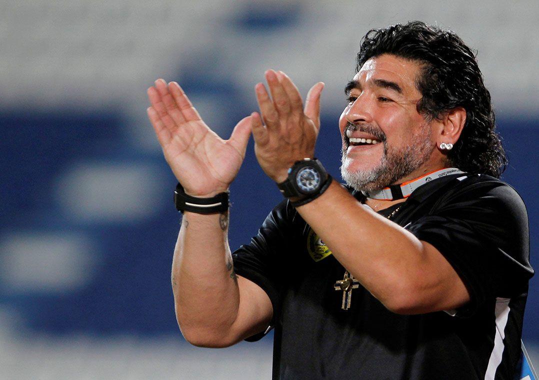Maradona detona Dani Alves: 'é um idiota'