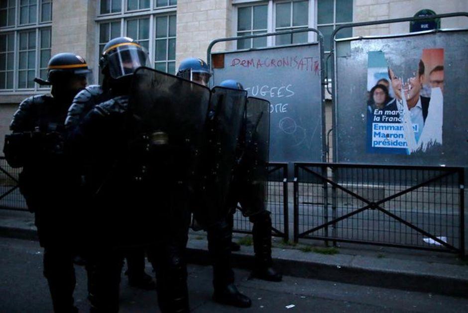 Polícia de Paris prende quase 150 pessoas por protestos após eleição