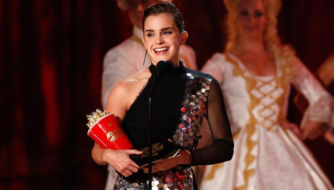 Emma Watson perde anel com valor sentimental e pede ajuda