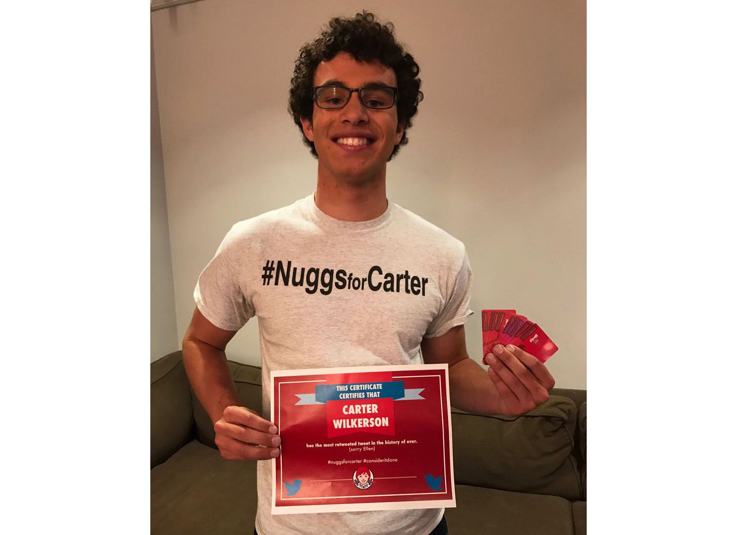 Jovem que queria nuggets grátis quebra recorde no Twitter