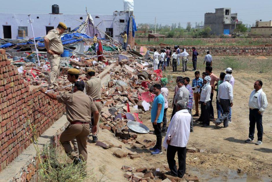 Colapso de prédio durante casamento deixa 23 mortos na Índia