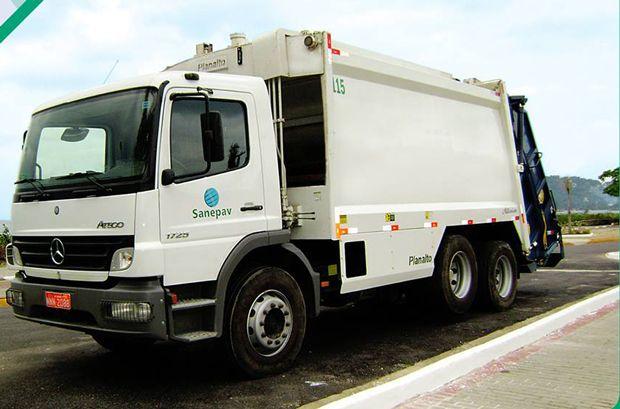 SP: Caminhão de lixo desgovernado mata coletor e fere 5