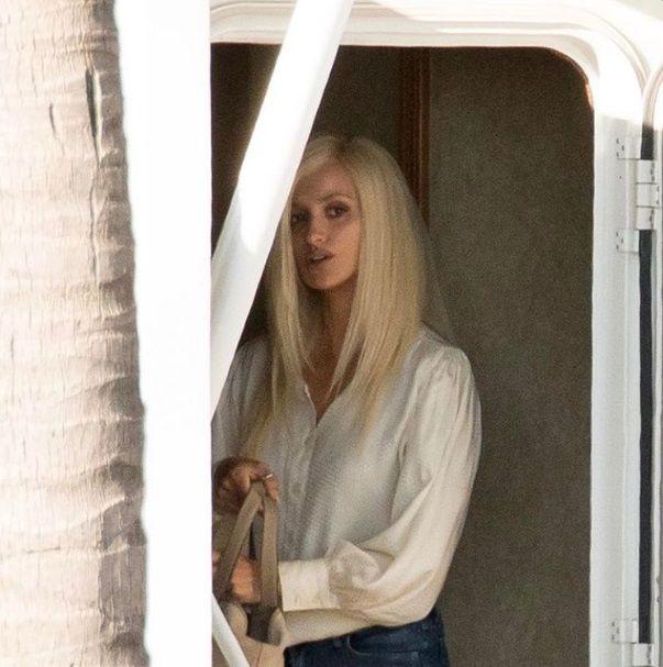 Penélope Cruz muda visual para viver Donatella Versace