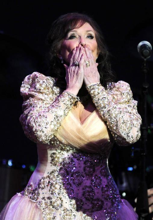 Loretta Lynn em uma de suas apresentações / Tami Chappell/Reuters