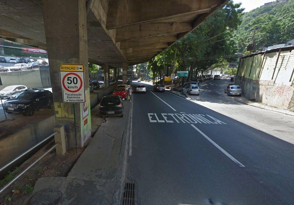 Radar na Av. Paulo de Frontin, no Rio Comprido, área com certa recorrência de confrontos armados / Foto: Reprodução/Internet