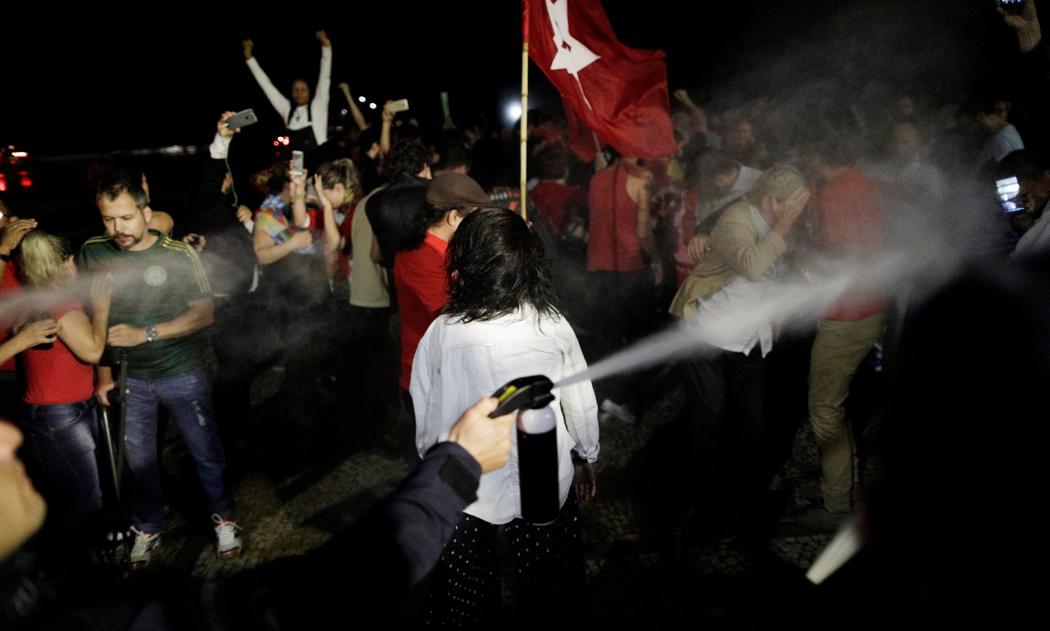 Manifestação no Palácio do Planalto tem princípio de tumulto