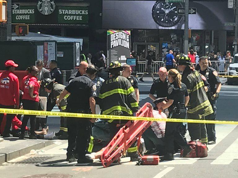 Vítimas foram atendidas ainda no local do atropelamento / Jeremy Schultz/Reuters
