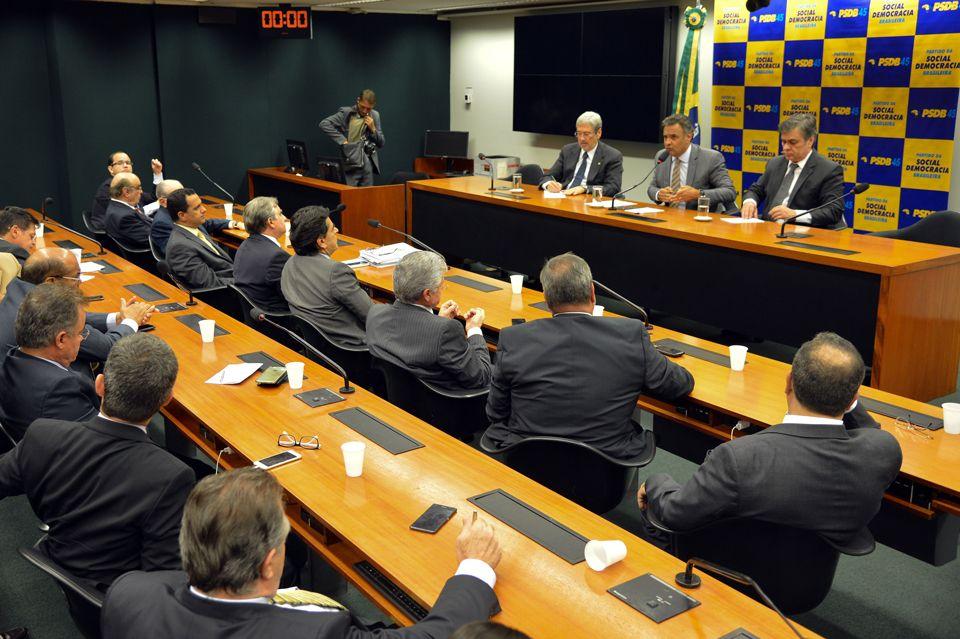 Bancadas do PSDB na Câmara e no Senado discutem desembarque do governo
