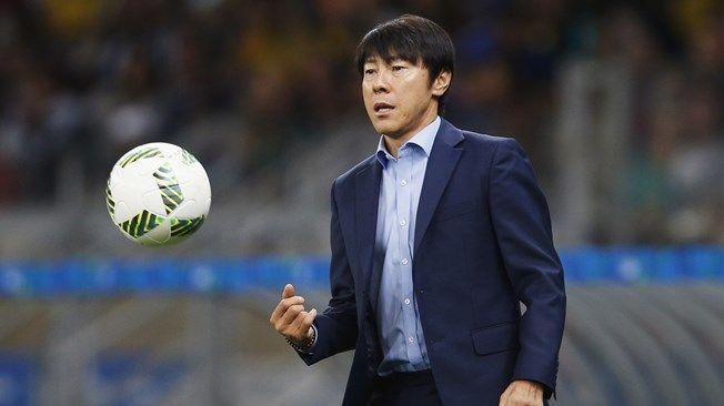 Shin Taeyoung é o treinador da equipe da Coréia do Sul  / Divulgação / FIFA