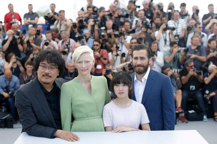 Elenco do filme Okja durante Festival de Cannes, na França / Stephane Mahe/Reuters