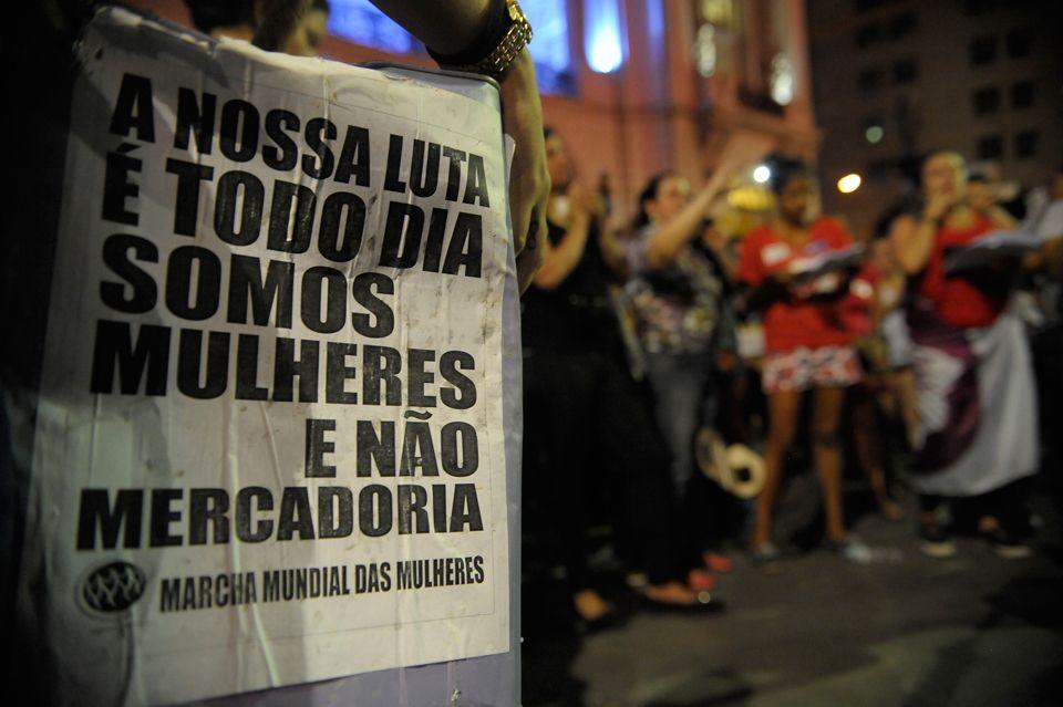 Imagem durante protesto no Dia de Combate à Violência Contra a Mulher, comemorado em 25/11 / Fernando Frazão/Agência Brasil