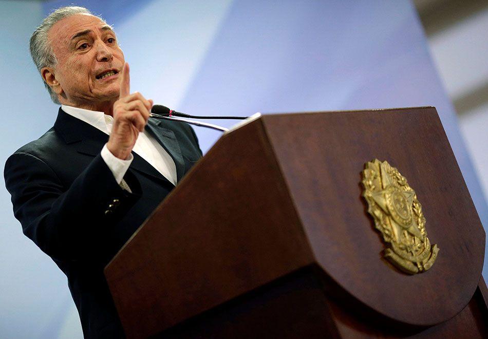 Decisão de Temer provocou debate entre parlamentares da base aliada e da  oposição   Ueslei Marcelino 27dce0b63bc5