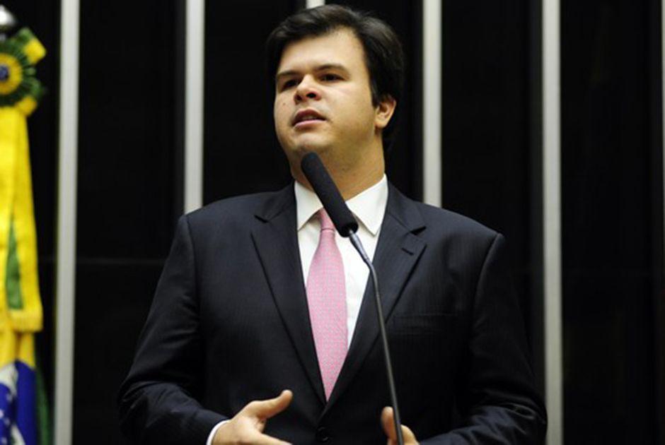 Lideranças do PSB pedem expulsão do ministro de Minas e Energia