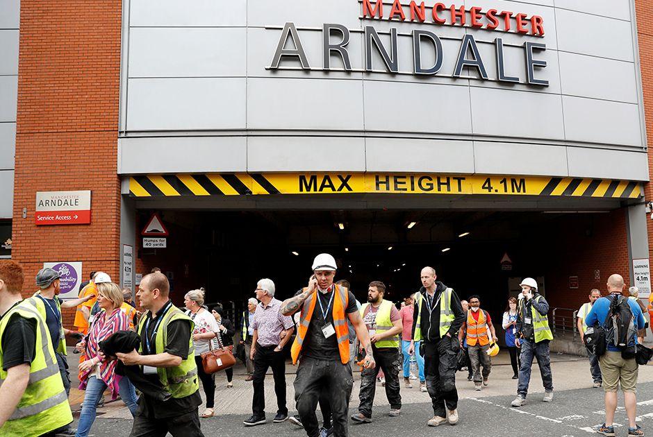 Centro comercial é evacuado em Manchester e causa pânico