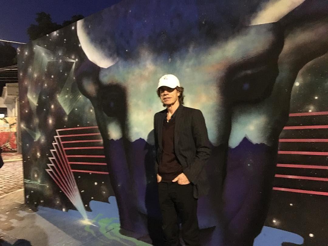 Mick Jagger posta foto no Beco do Batman, na zona oeste de SP