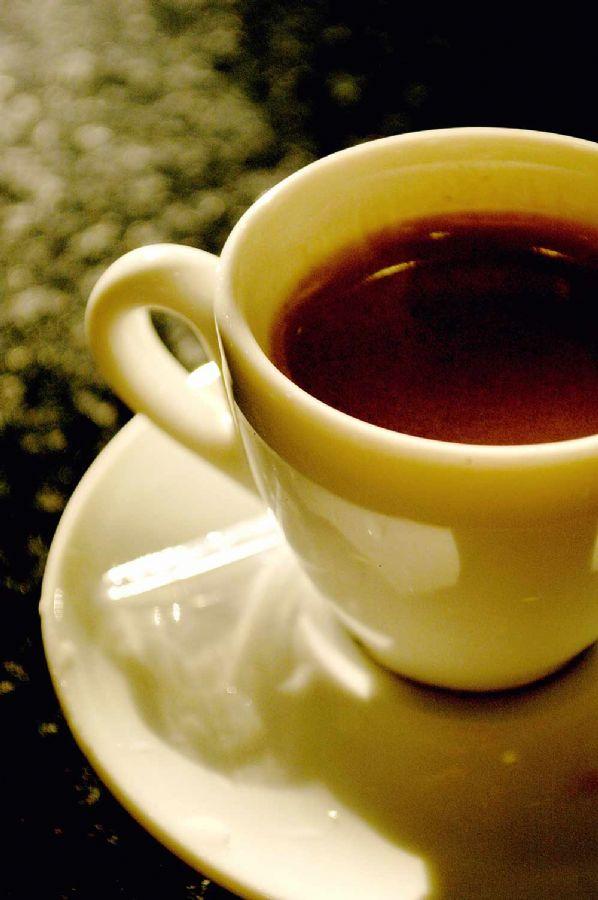 Tomar café da manhã todo dia fora de casa pode gerar um prejuízo de R$ 187