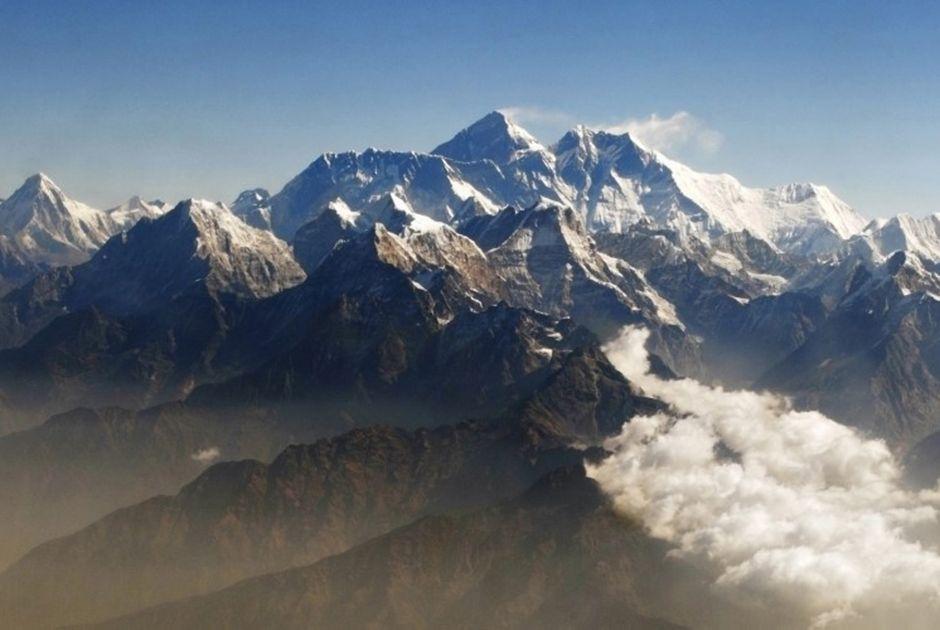 Sherpas encontram quatro alpinistas mortos em barracas no Everest