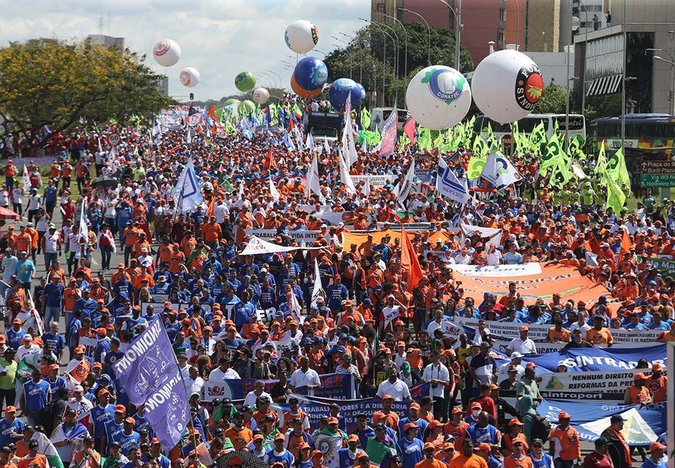 Confusão marca protesto contra Temer em Brasília