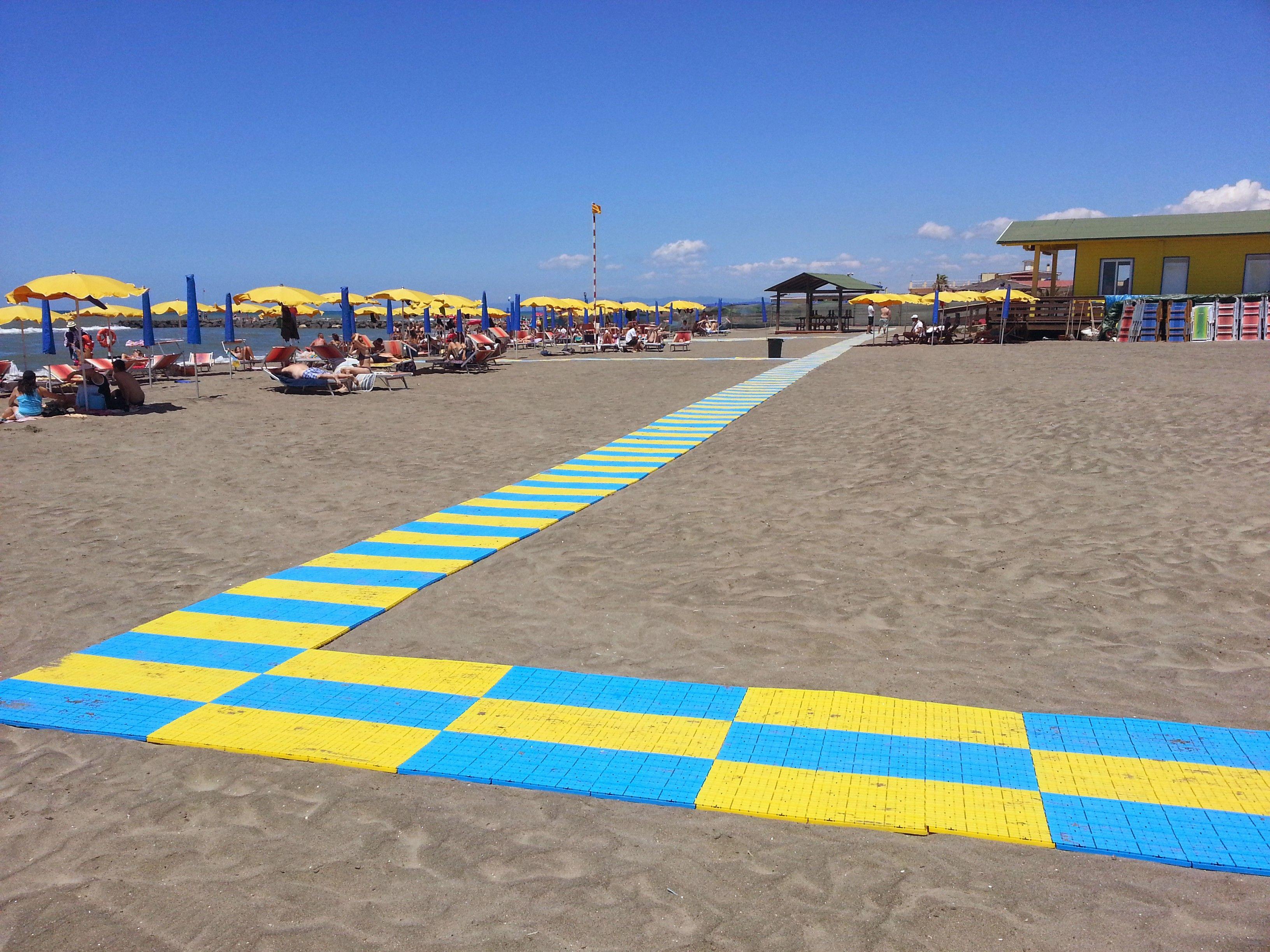 Conheça praia acessível para deficientes financiada pelo Papa