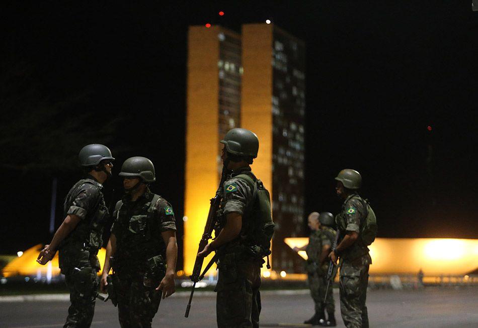 Forças Armadas começam a deixar Esplanada