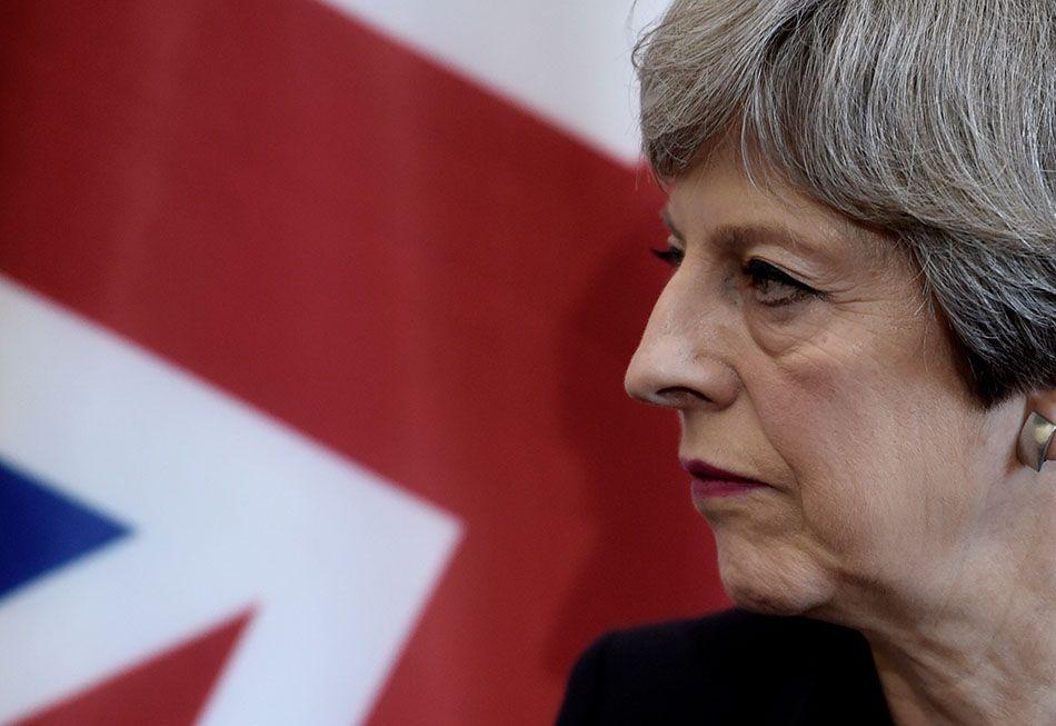 Partidos britânicos retomam campanha após ataque
