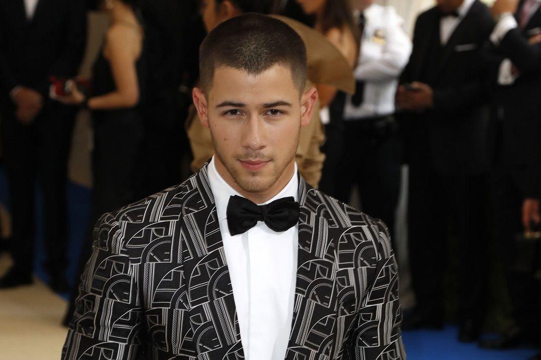 Nick Jonas posa em tapete vermelho em Nova York / Lucas Jackson/Reuters