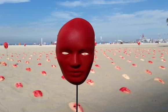 Ato com máscaras em Copacabana pede fim da corrupção
