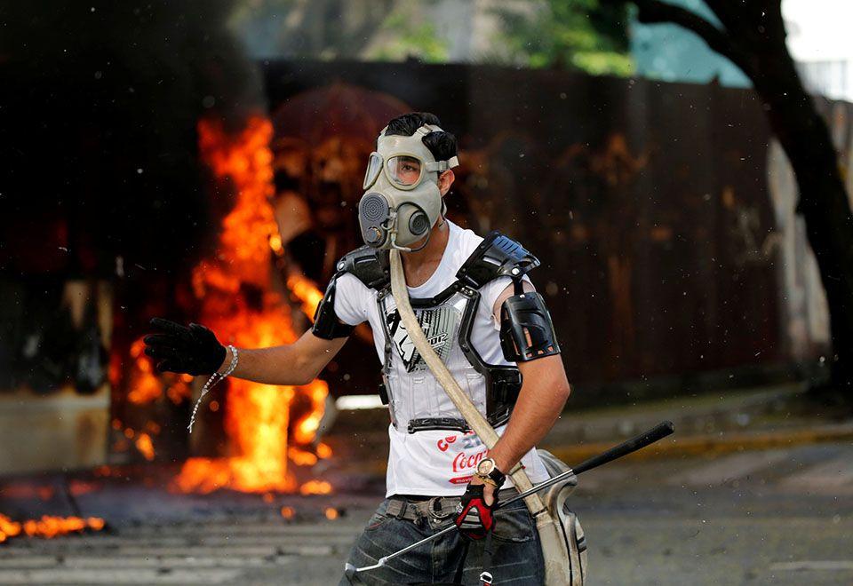 Venezuela proíbe importações de máscaras de gás