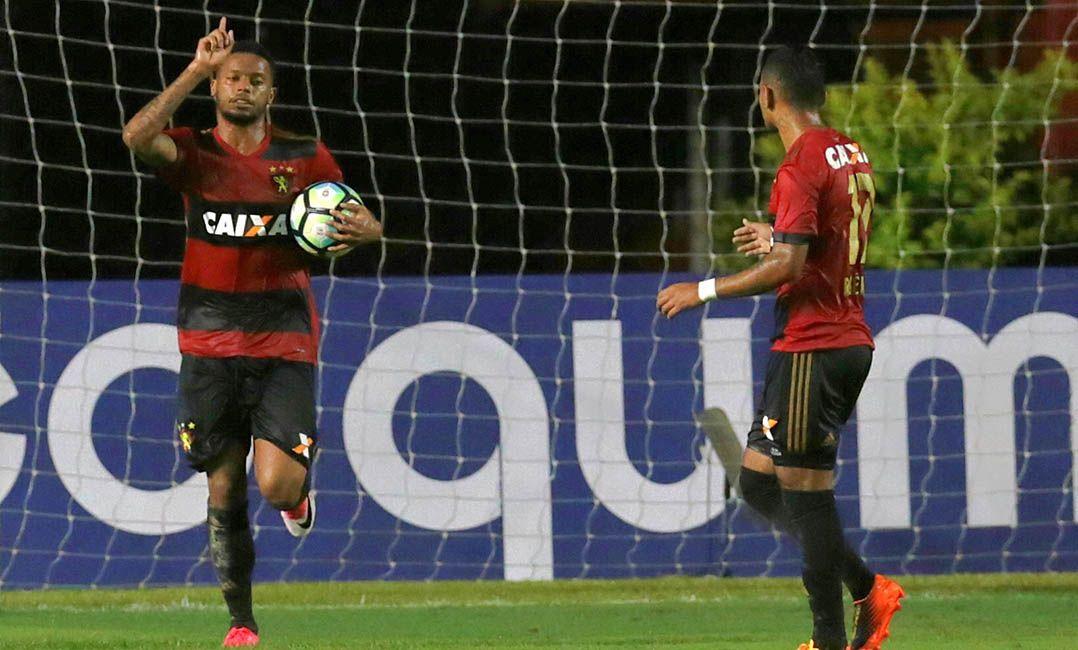André marcou três gols na virada do Sport contra o Grêmio na Ilha (Foto   Carlos Ezequiel Vannoni Eleven Estadão Conteúdo) b8b4404cf1253