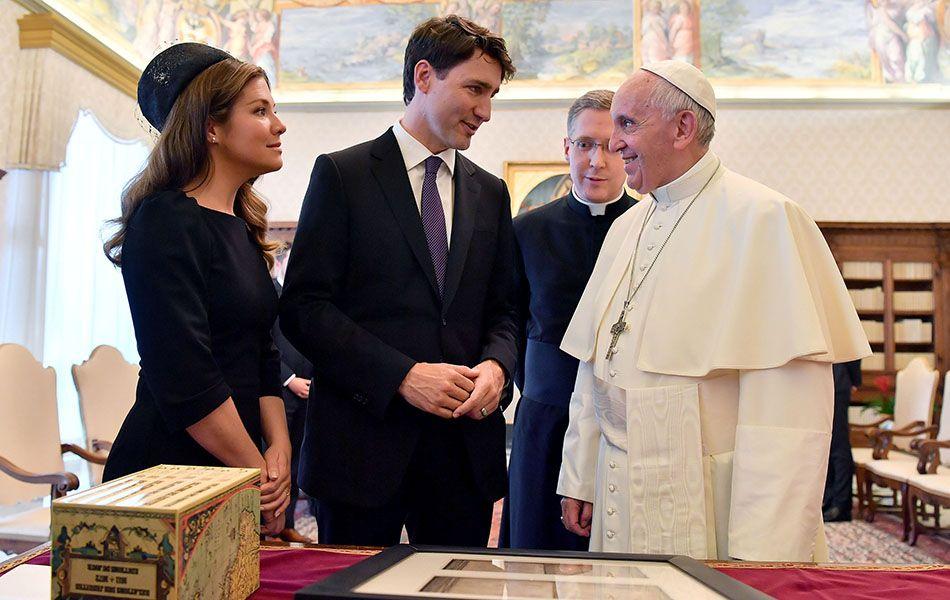 Queridinho na web, Trudeau é recebido pelo papa