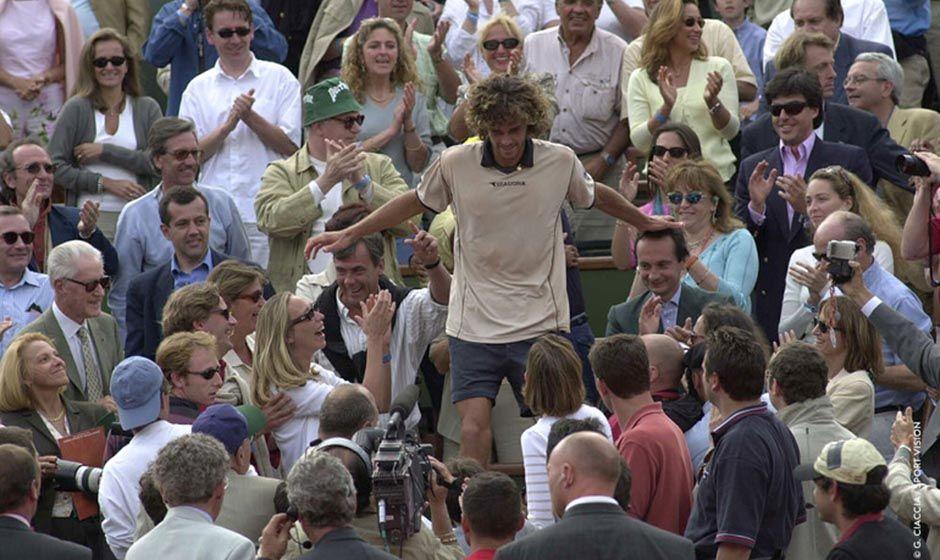 Kuerten em 2000 em Roland Garros (Foto  Site oficial de Roland Garros) e2a0494c19f9d