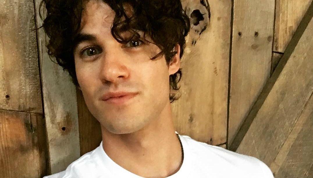 Darren Criss posta nude na web e leva fãs à loucura