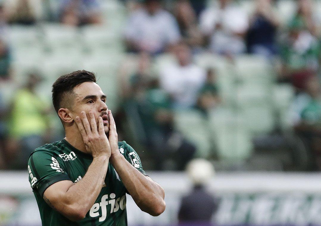 Willian lamenta pênalti perdido no empate contra o Atlético-MG (Foto   Miguel Schincariol Estadão Conteúdo) ce62f740dd2bb