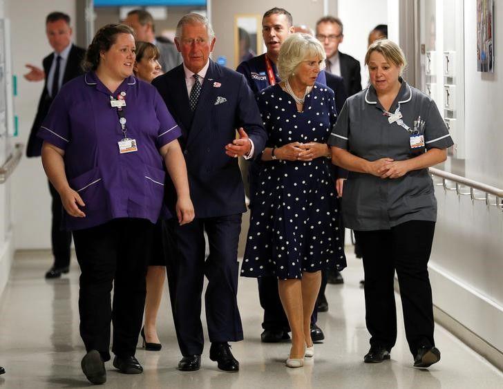 Príncipe Charles e mulher visitam sobreviventes de ataque em Londres