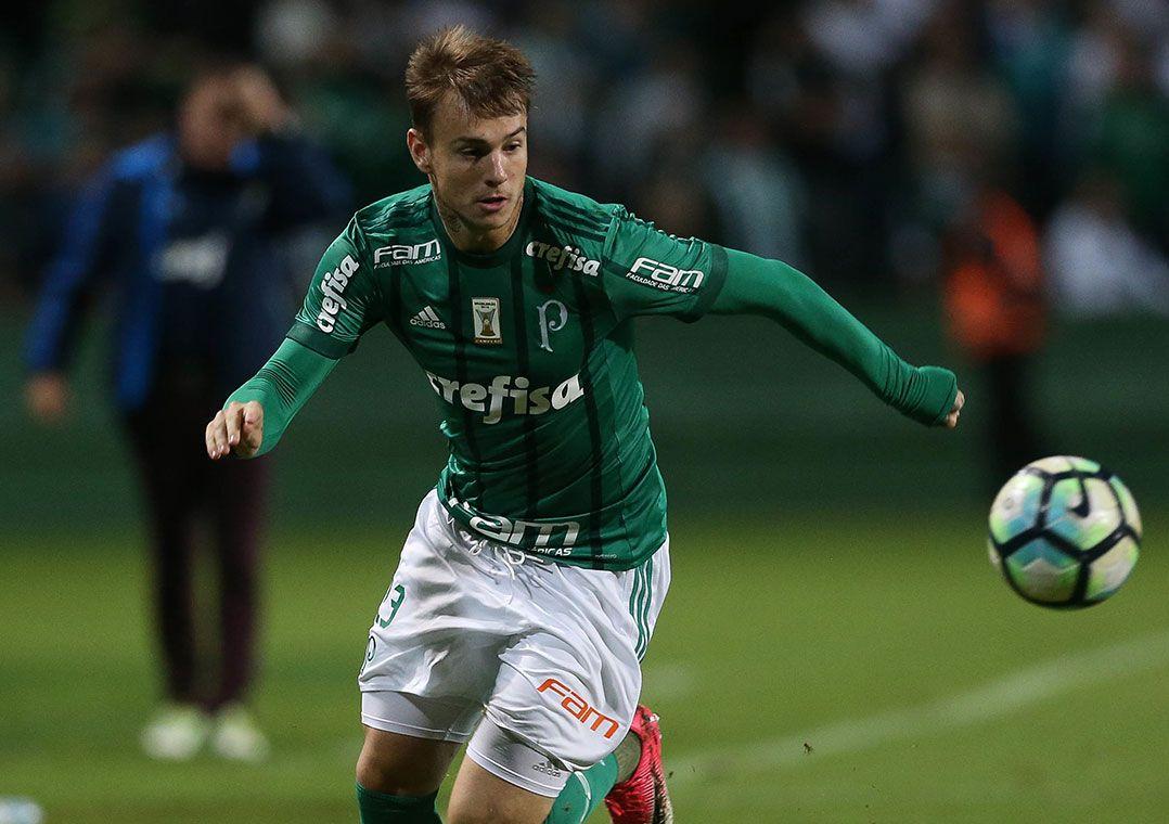 d4c3e5ab47 Palmeiras encaminha saída de Róger Guedes - Band.com.br