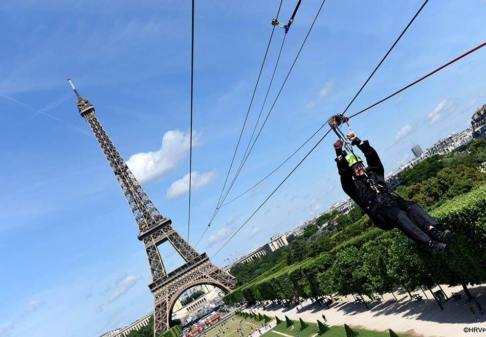 Paris ganha tirolesa na Torre Eiffel