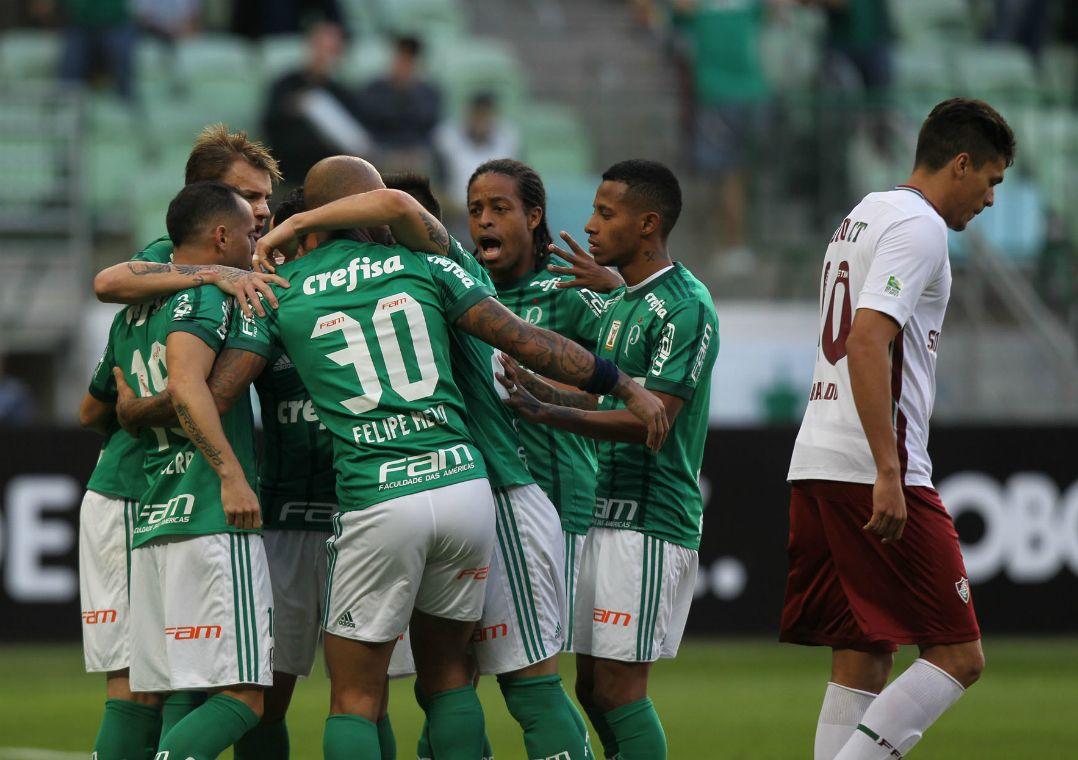 b4569b2e14 Jogadores comemoram o gol anotado por Guerra (Foto  Werther Santana Estadão  Conteúdo)