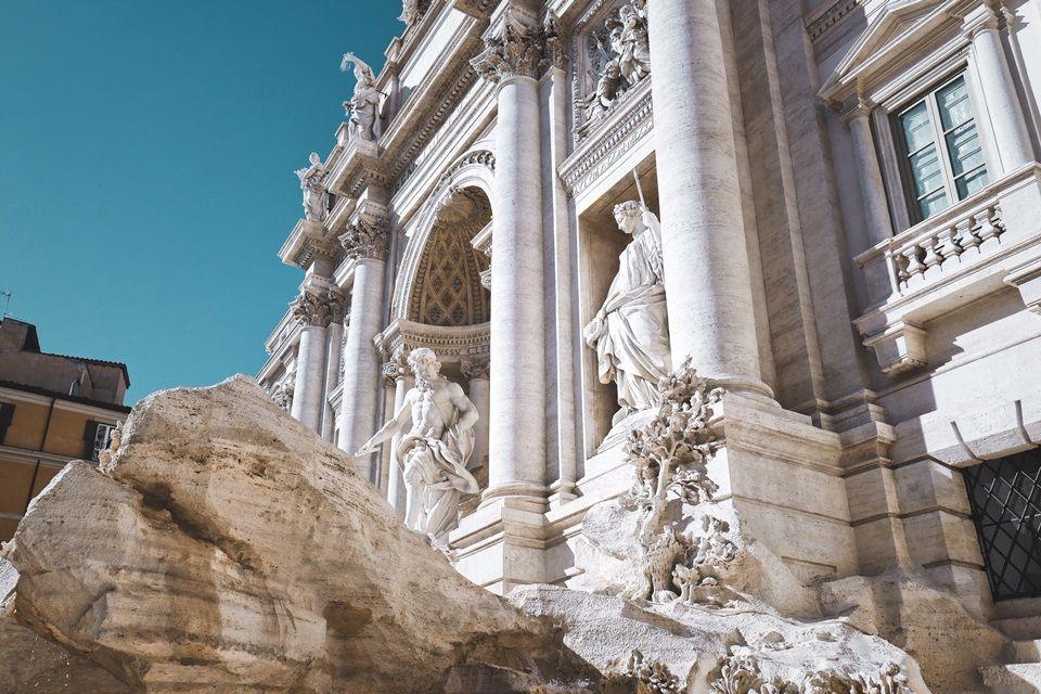 Roma aumenta restrições a turistas em fontes