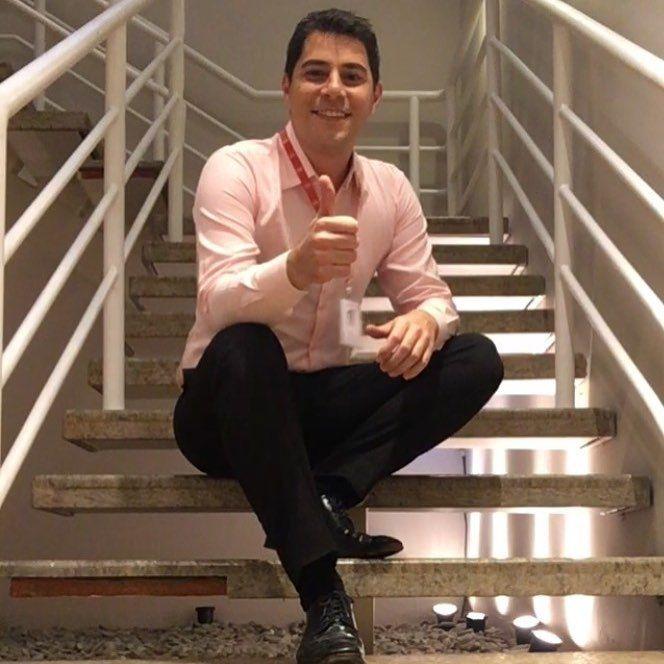 Evaristo Costa dá ajudinha para solteiros no Dia dos Namorados