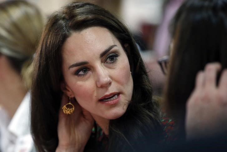 Kate Middleton visita pacientes e médicos após ataque em Londres