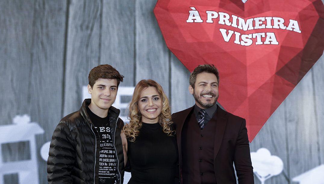 Luigi Baricelli posa com a mulher e o filho / Kelly Fuzaro/Band